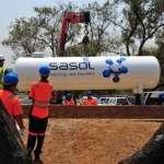 Installing the Sasol Homegas storage tank at Waterfall Estate, Midrand.
