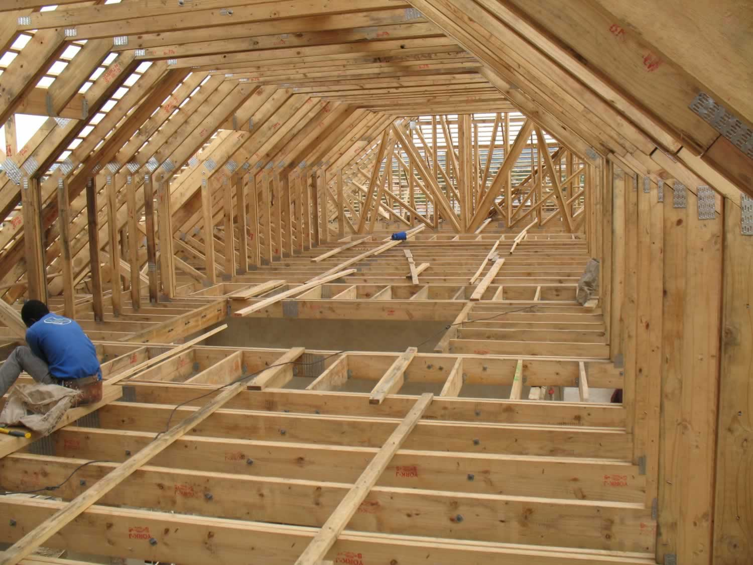 Benefits of pre fabricated timber roof trusses for Pre engineered roof trusses