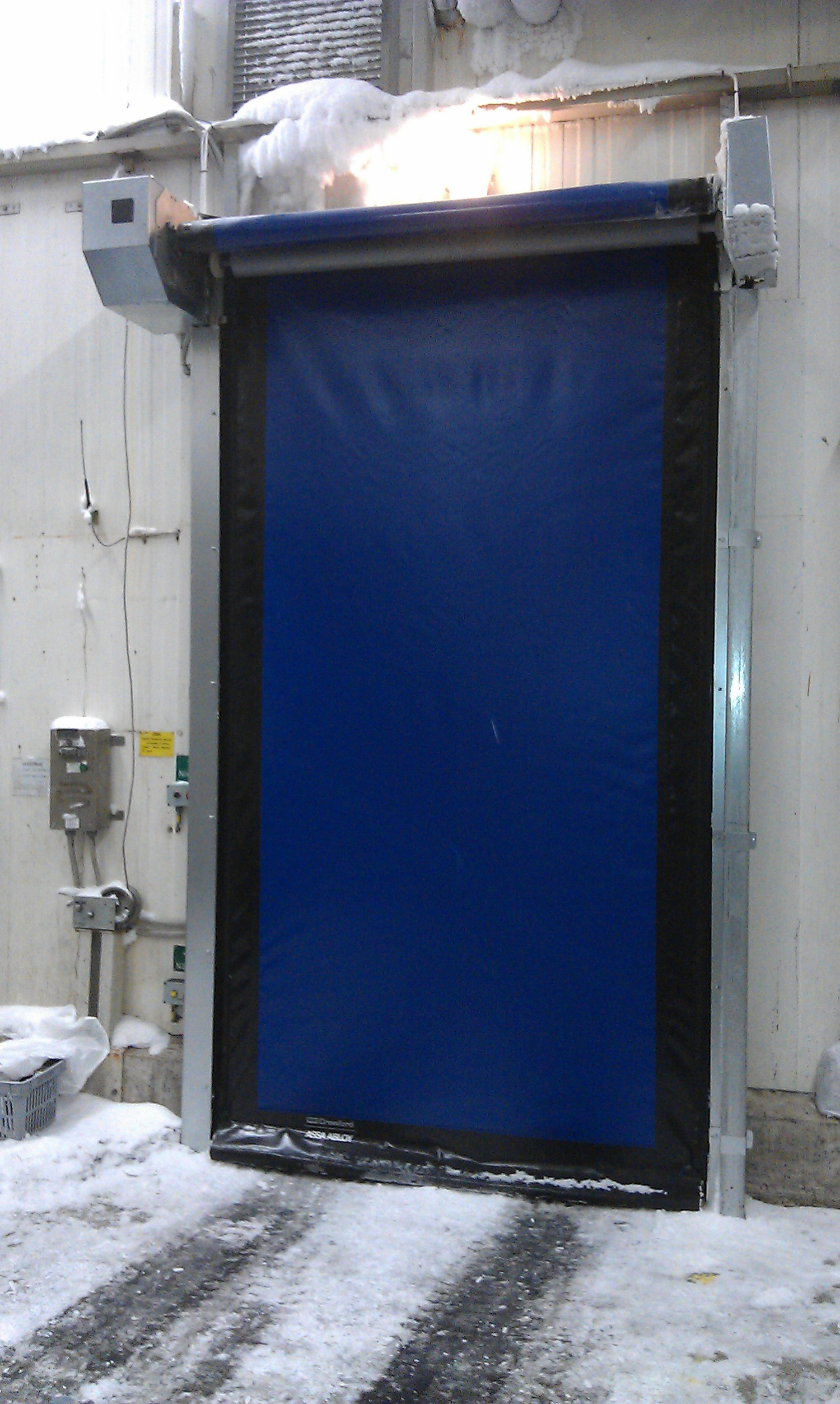 High speed doors for freezer applications