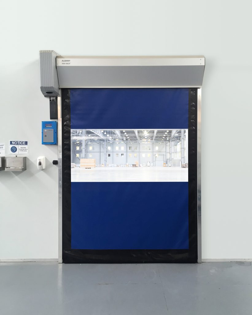 Maxiflex high-performance doors feature excellent sealing capabilities that prevent wind, dust, insects, heat and cold from entering work areas.