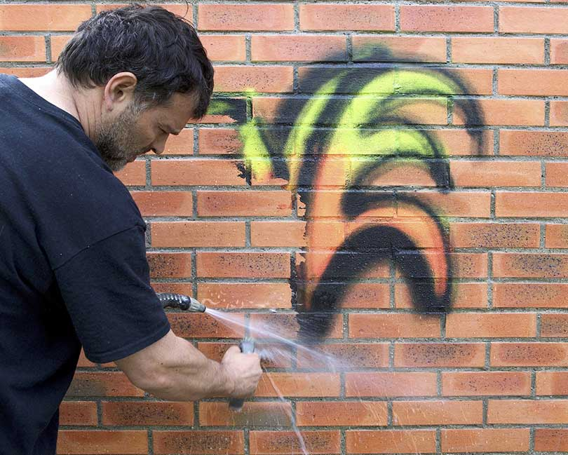 Removing graffiti from walls coating with Sikagard 850 AG is very easy