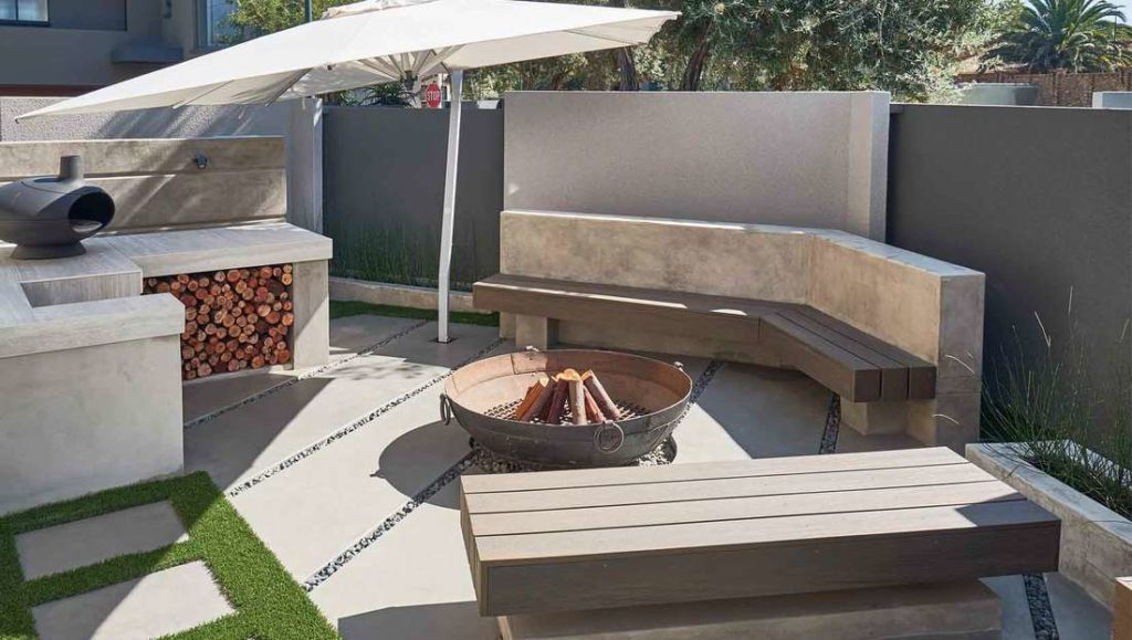 Cemcrete's CemPlaster was used to coat the braai surround and seating area. The panels were created with Colour Hardener.