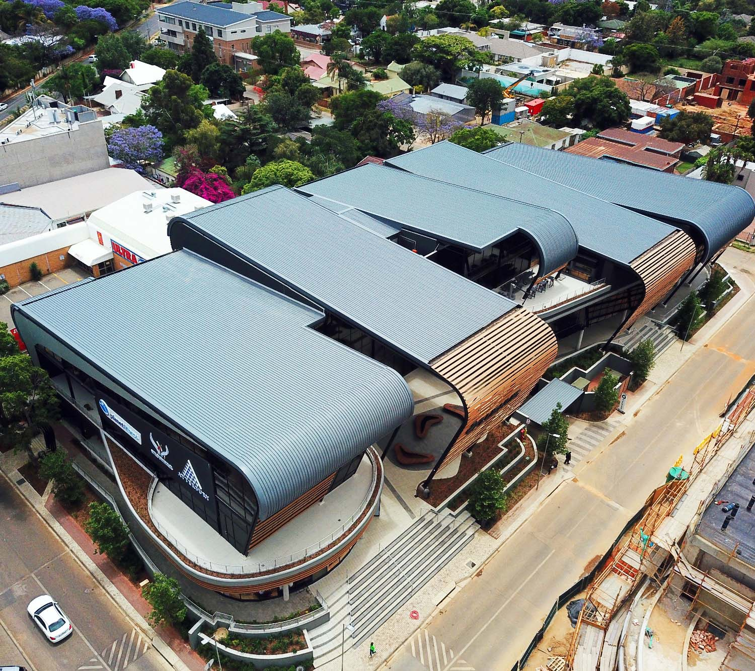 Curved roof draws attention at Club 2 Building