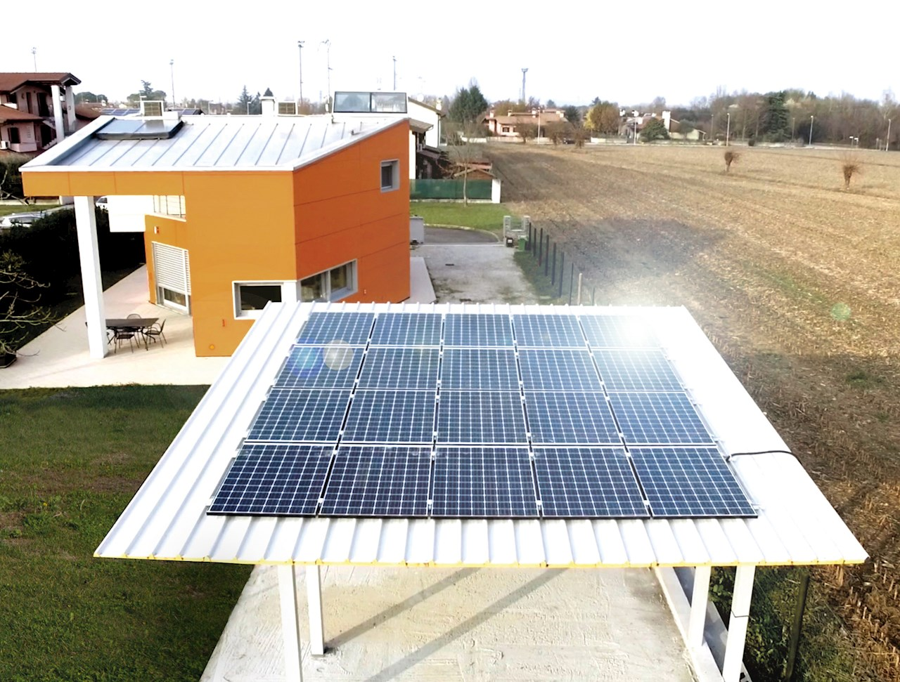 Photo voltaic installations combined with home automation