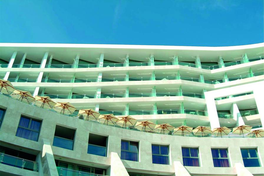 Commercial Buildings: Hotels and Restaurants
