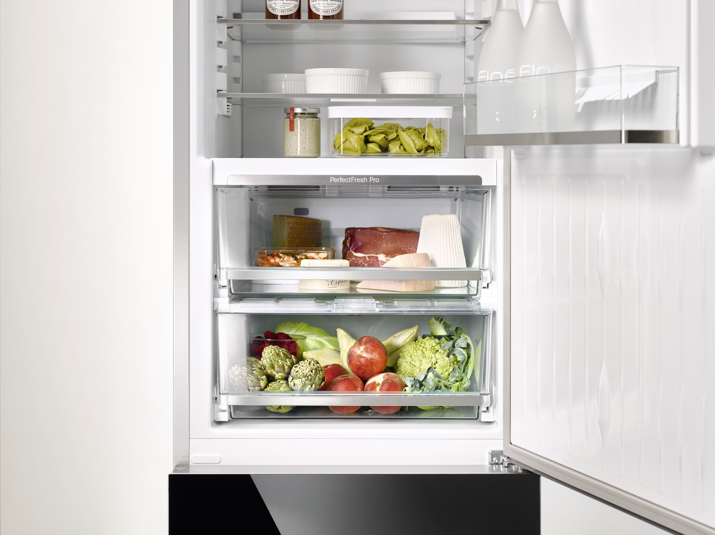 More storage – more freedom PerfectFreshPro is our best freshness storage system. In the automatically controlled temperature range from 0°C to +3°C, meat, fish and many dairy products have a shelf life that is up to 3x longer. Fruit and vegetables stay fresh up to 5x longer thanks to the optimised moisture regulation in the drawer.