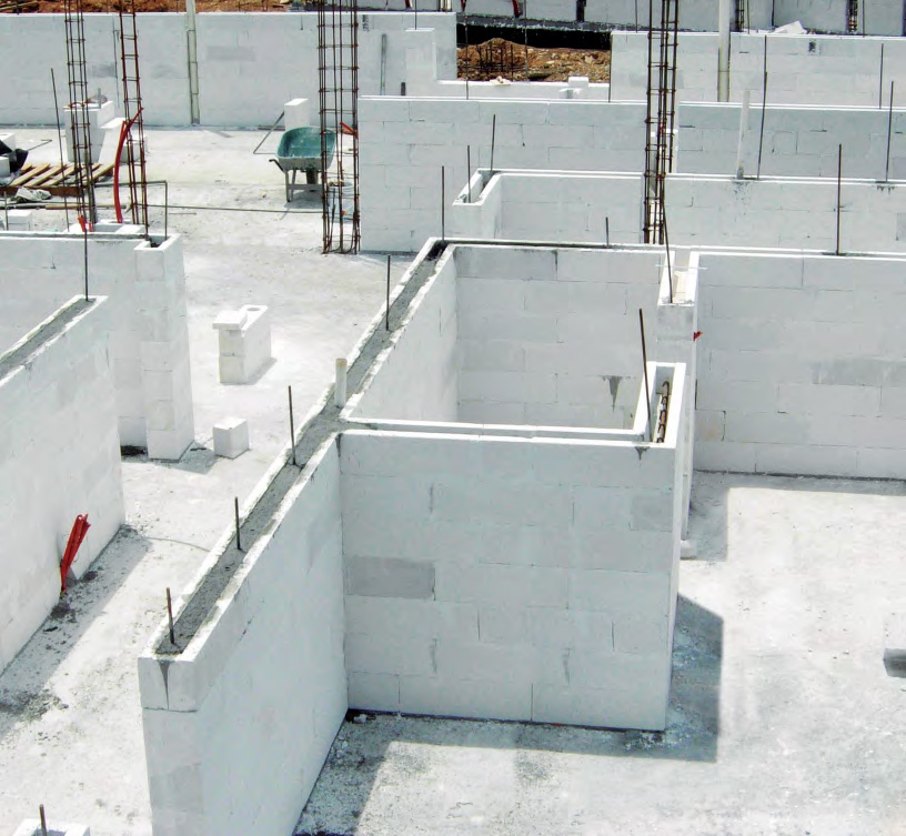 Lightweight autoclaved aerated concrete